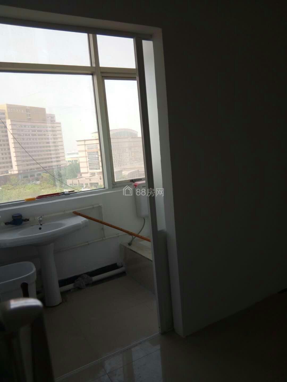 出租黃島保稅區新天地大廈辦公室40平1300元(可注冊公司)